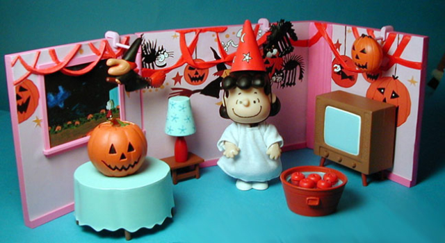 Halloween playset for Playing Mantis Lucy Apple Bobbing