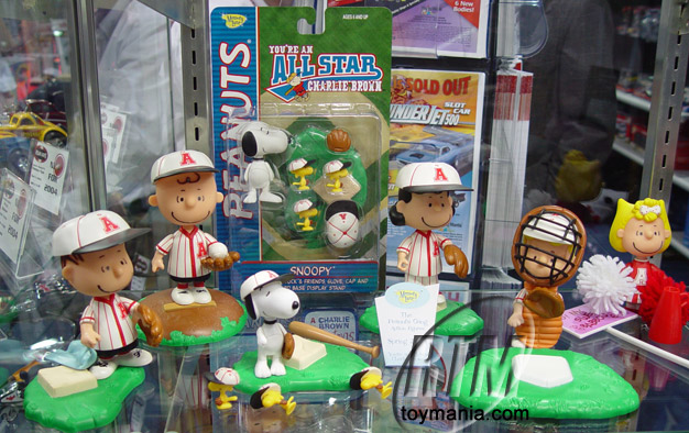 Playing Mantis Peanuts Gang Base ball playset