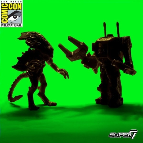 Alien Queen vs Ripley in the loader -  vinyl figures for Super 7