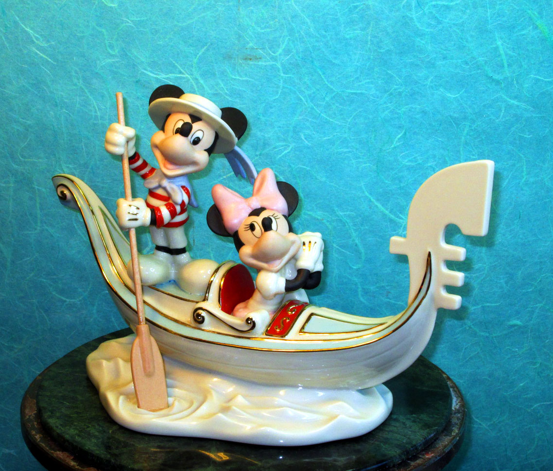 large ceramic piece for Lenox  Ceramics Disney Mickey Mouse and MInnie Mouse