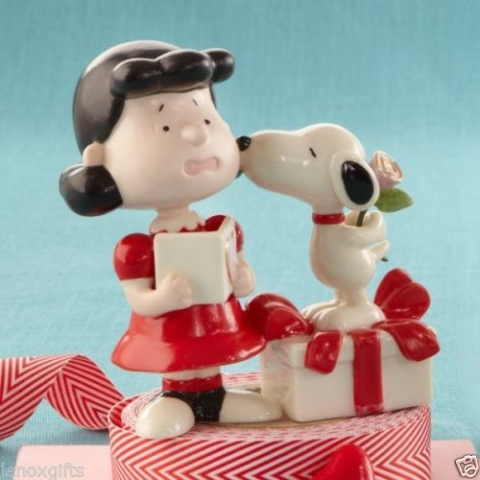 Lenox Ceramicware fine china Valentines Snoopy kisses Lucy