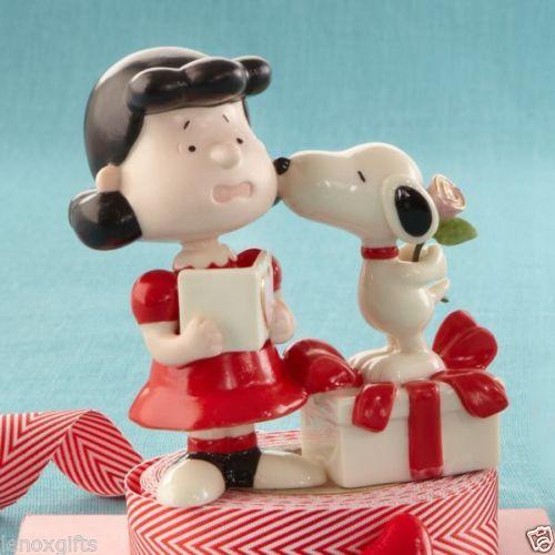 Lenox Ceramicware fine china Valentines Snoopy kisses Lucy
