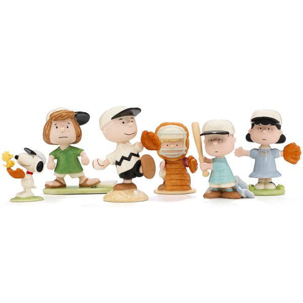 The Peanuts gang baseball team line up Charlie Brown, Shroder, Linus, Lucy Snoopy and Peppermint Patty