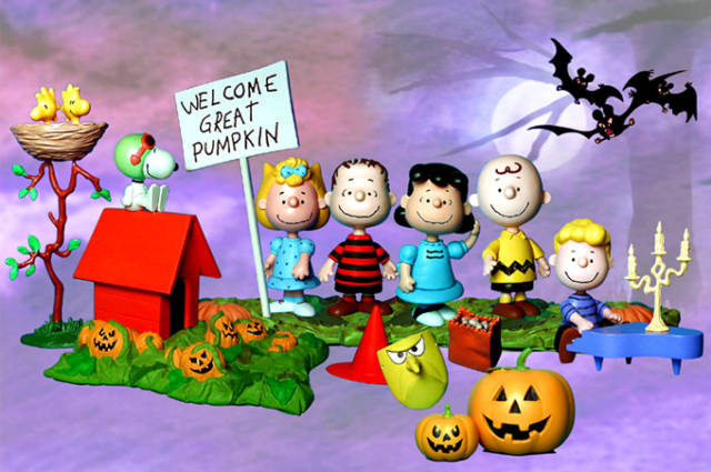 halloween peanuts playset for Playing Mantis