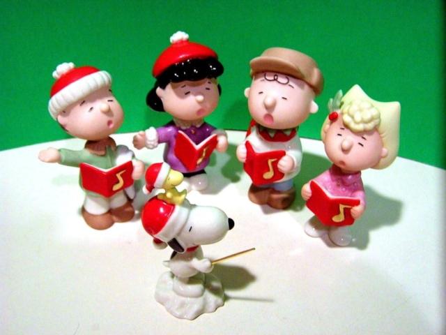 the Peanuts Gang go Xmas singing - Lenox fine china
